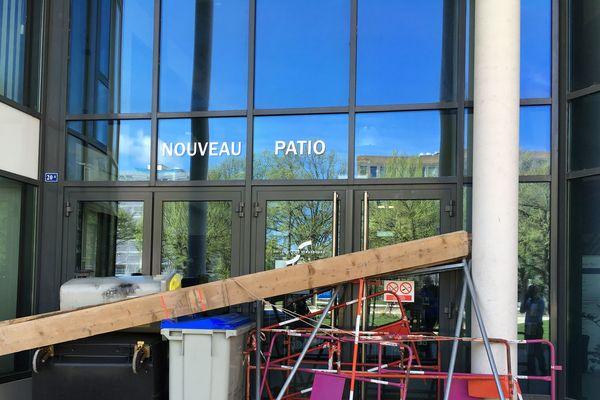 Le Nouveau Patio, bloqué ce lundi 16 avril.