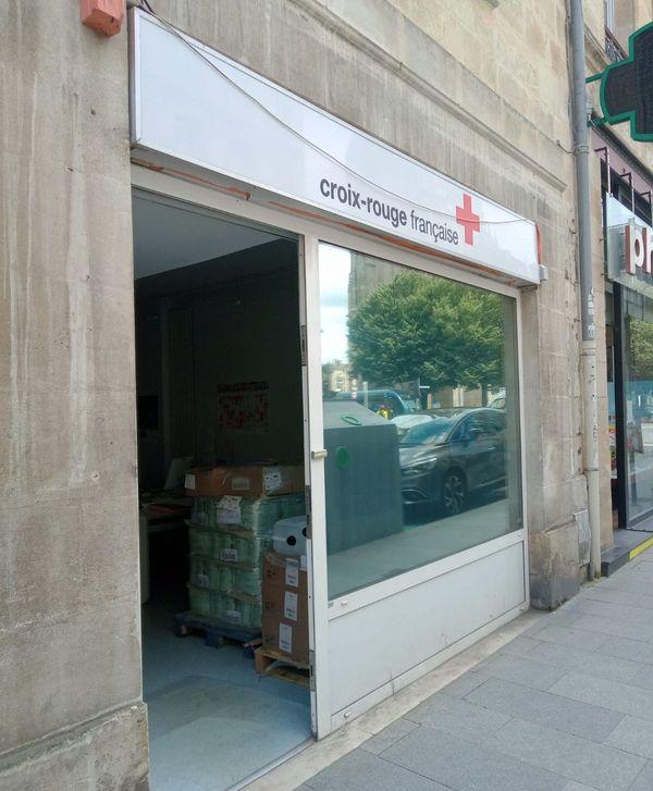 La future boutique de la Croix Rouge en travaux cours Alsace et Lorraine à Bordeaux