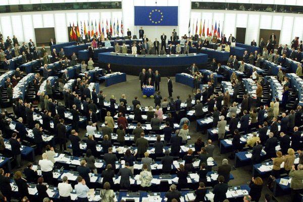 les eurodéputés dans l'hémicycle du Parlement Européen à Strasbourg