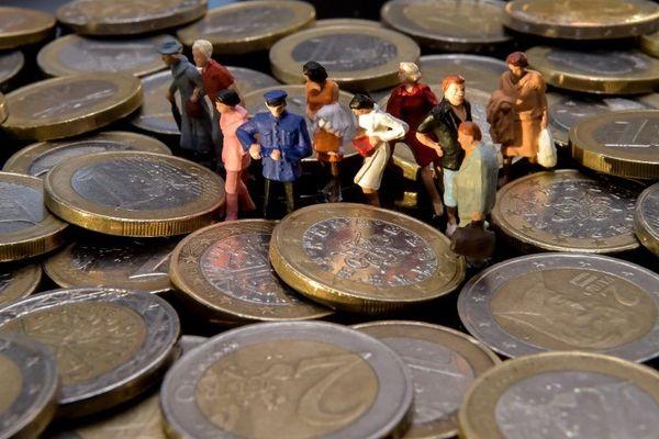 Dans le cadre des prêts garantis par l'Etat, 3.605 aides ont été accordées aux entreprises corses pour un total de 521,9 millions d'euros.