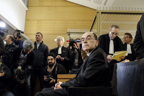 Le cardinal Barbarin avant l'audience du tribunal correctionnel de Lyon, le 15 janvier 2019.