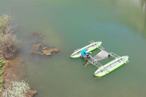 L'équipe Plastilac recherche la présence de microplastiques dans les lacs d'altitude des Alpes.