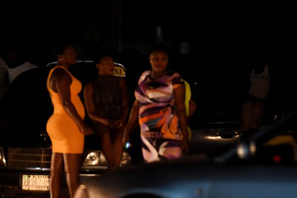 Des jeunes femmes sont recrutées à Benin City pour être envoyées en Italie et en France.
