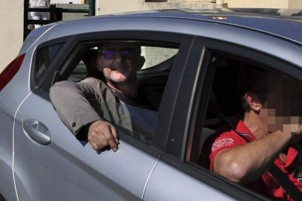 08/10/14 - Transfèrement à Paris du bâtonnier de l'ordre des avocats d'Ajaccio, Dominique Ferrari pour être interrogés au pôle anti-terroriste sur des attentats contre des gendarmeries en 2013.