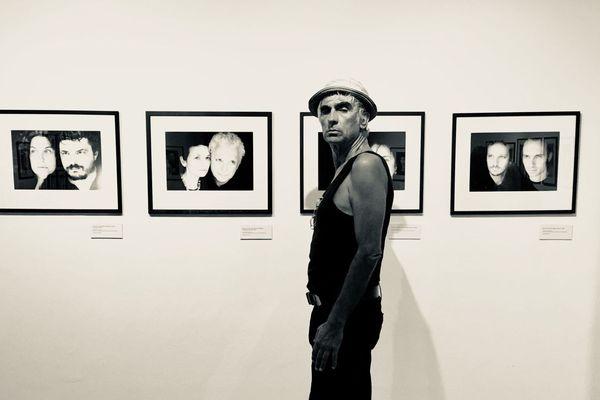 Le Centre Méditerranéen de la Photo et le Centre Culturel Una Volta expose jusqu'au 26 octobre le photographe Antoine Giacomoni et sa série « Mirror sessions : Corsica, Sardegna, Sicilia ».