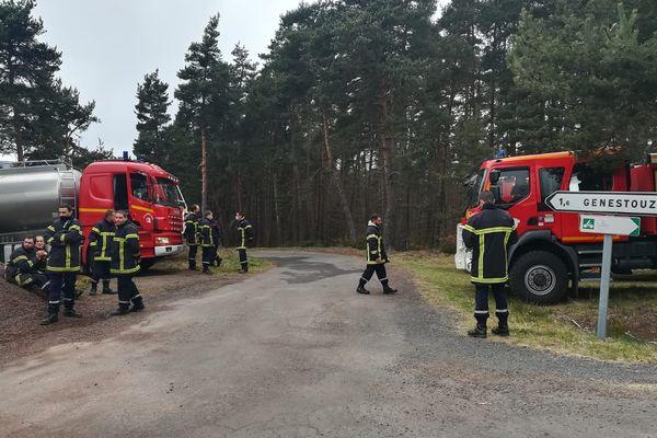 Les pompiers de Haute-Loire sont à pied d'oeuvre pour circonscrire les flammes.