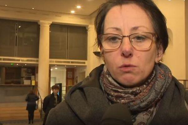 Elisabeth Jaccard, l'enseignante qui avait en charge la classe de Laly, regrette de ne pas avoir été informée de la dangerosité du petit garçon qui a défenestré la fillette