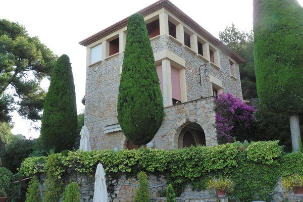 Léguée à la Ville en 1973, la Villa Domergue abrite des œuvres du peintre peintre Jean-Gabriel Domergue et de sa femme sculpteur, sur les hauteurs de Cannes