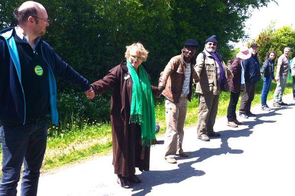 Eva Joly maillon de la chaîne humaine à Notre-Dame-des-Landes