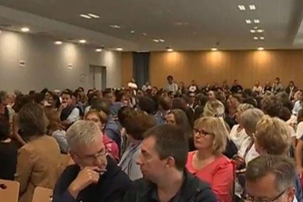 Le corps enseignant du lycée Dessaignes de Blois compte plus de 150 professeurs et CPE