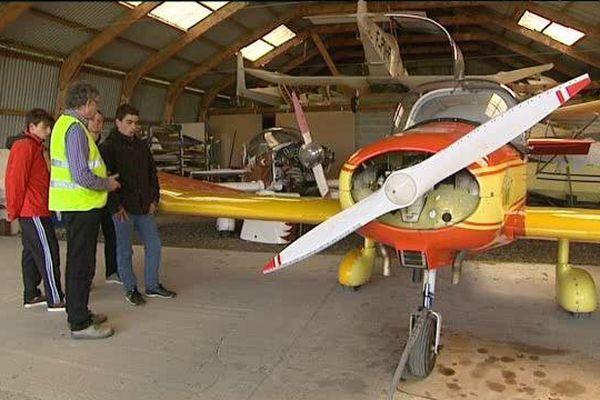 Les collégiens de l'établissement Jacques-Prévert découvrent tous les aspects de l'aéronautique et font même leur baptême de l'air.