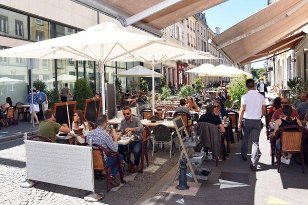 Les terrasses doivent rouvrir à partir du 19 mai 2021, avec des tables de 6 personnes maximum.
