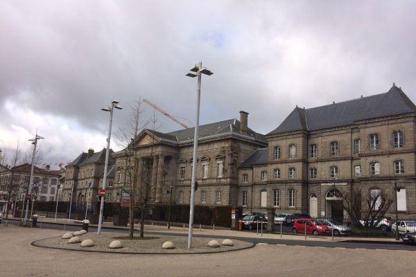 Kamel Daoudi, qui n'a pas respecté les conditions de son assignation à résidence, a été écroué. Il doit être jugé à Aurillac le 6 octobre.