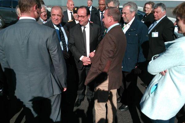 François Hollande ,à son arrivée à Biars-sur-Cère, dans le Lot.