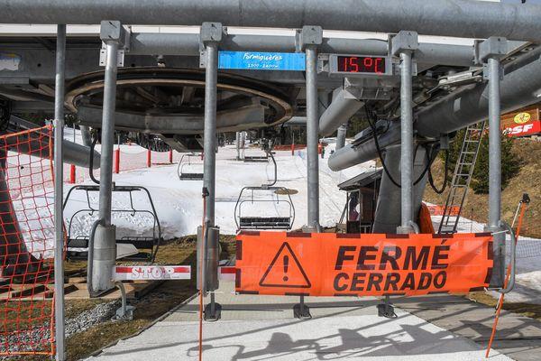 La fermeture des remontées mécaniques depuis le début de la crise du Covid-19 entraine d'importants dommages financiers dans les stations de ski des Pyrénées.