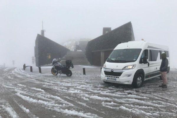 De la neige humide est tombée au Puy Mary (Cantal).