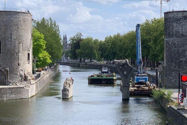 Les arches centrales du pont des Trous à Tournai ont été démolies.