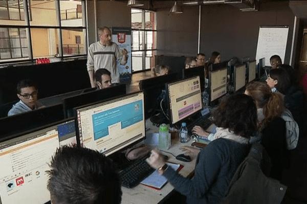 Ici, les stagiaires apprennent le métier de développeur web en 3 mois