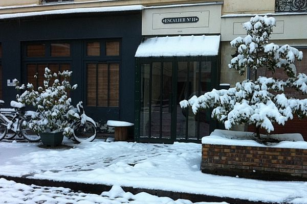 Le Xe arrondissement se réveille sous la neige mercredi matin.
