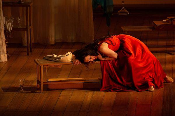La soprano argentine Mariana Flores interprète la déesse Diomède.