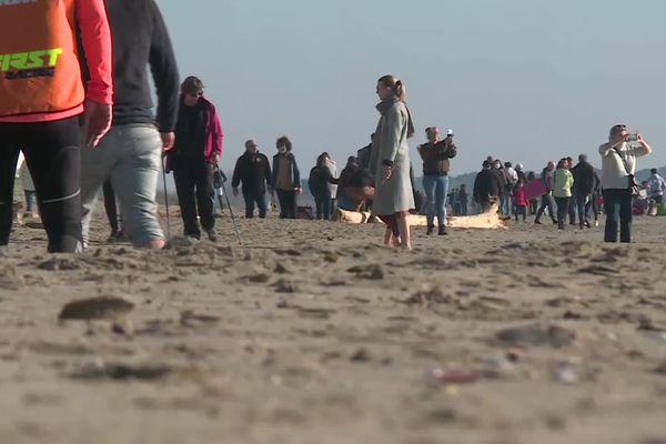Beaucoup de monde à Carnon Plage en ce premier week-end d'allégement des mesures.