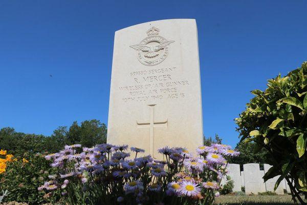 La tombe de Roy Mercer, décédé à l'âge de 18 ans, le 10 juillet 1940, premier jour de la Bataille d'Angleterre.
