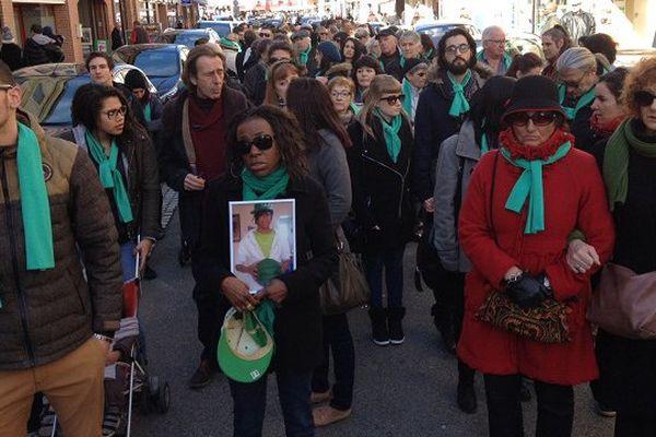 Une centaine de personnes ont marché dans les rues de Lavaur ce samedi matin, à la mémoire de Jonathan, tué par un cafetier qu'il tentait de cambrioler en décembre 2009.