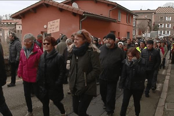 La manifestation a réuni plusieurs centaines d'habitants des Monts du Lyonnais.