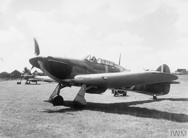 Un Hawker Hurricane sur l'aérodrome d'Hawkinge en juillet 1940.