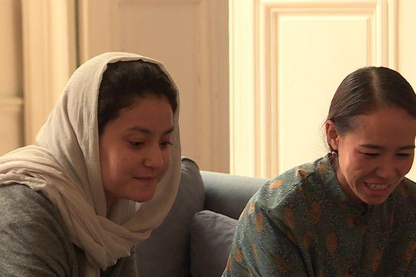 Maryam Yousefi et Shagofa Arwin sont toutes les deux réfugiées afghanes