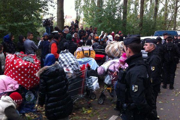 Un important dispositif était chargé de faire évacuer le camp.