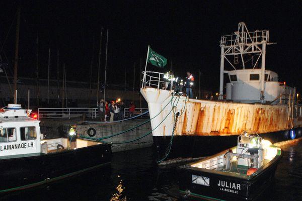 La Calypso quitte de nuit le port de La Rochelle le 11 octobre 2007.