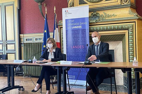 La préfète et le directeur départemental de l'ARS lors de la conférence de presse du 30 juin 2021.