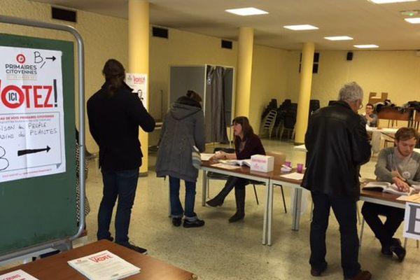 Le bureau de vote de la Maison du Peuple dans le centre-ville de Poitiers