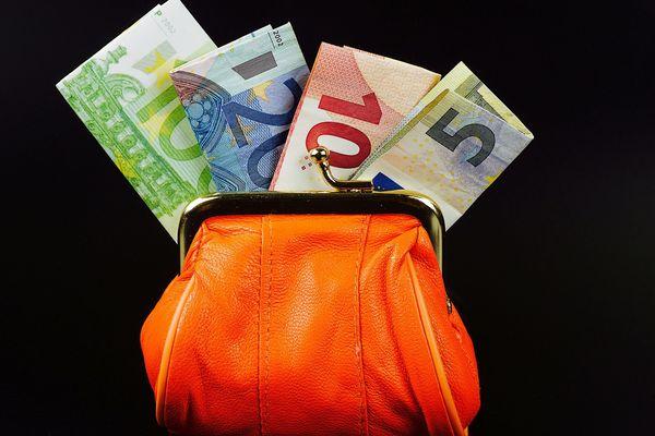 Des centaines d'euros ont été trouvés sur la plage et ramenés au commissariat de Cherbourg.