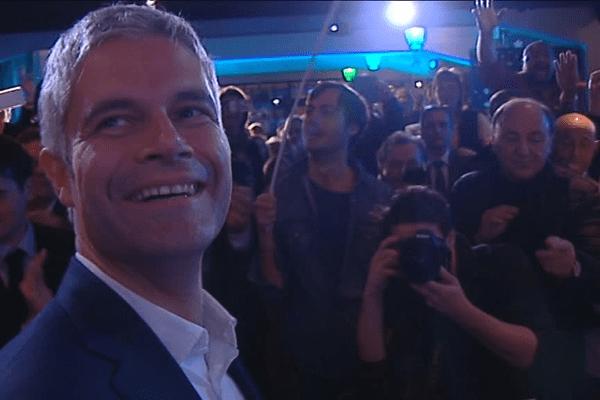 Laurent Wauquiez acclamé par ses militants au soir de la victoire ... la tête de liste de droite remporte la région Auvergne Rhône-Alpes - 13/12/15