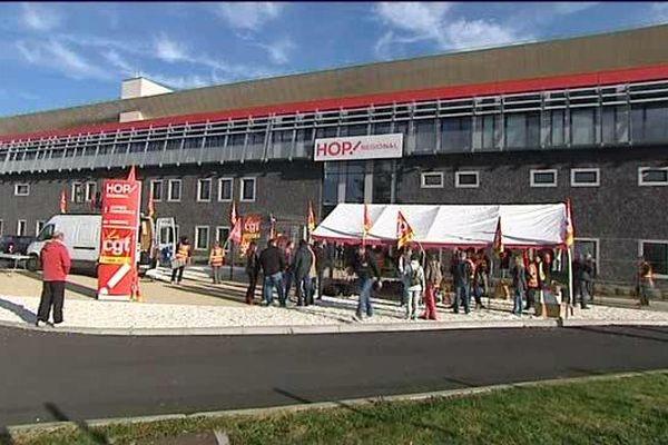 Les salariés de la compagnie Hop!, filiale d'Air France, font grève pour défendre leurs emplois.