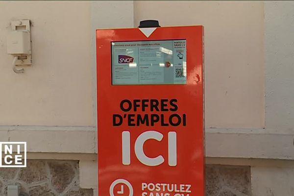 """Cette """"borne à emploi"""" a été installée il y a quelques semaines en gare de Nice-Riquier."""