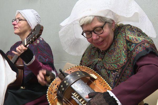 Plusieurs instruments sont utilisés lors des bourrées, dont la vielle