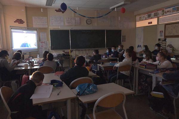 Les scolaires peuvent suivre les séances du planétarium, en classe, sur Facebook.