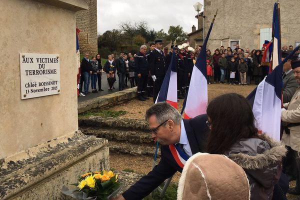 Cérémonie ce 11 novembre 2017 à Château-Larcher en hommage à Chloé Boissinot, victime du terrorisme le 13 novembre 2015.