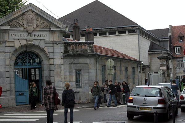 Une sectorisation devrait être mise en place à Besançon afin de privilégier la mixité sociale dans les établissements scolaires.