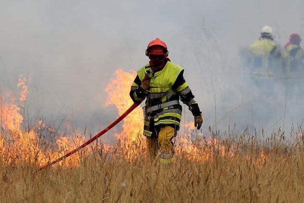 Illustration de l'incendie d'Istres (Bouches-du-Rhône) en 2017.