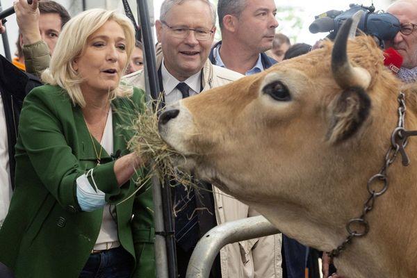 Marine Le Pen, candidate du Rassemblement national, était ce jeudi 7 octobre au Sommet de l'Elevage de Clermont-Ferrand.