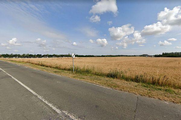 La victime a été découverte gisant en bordure de champ, chemin Valois à Harnes.