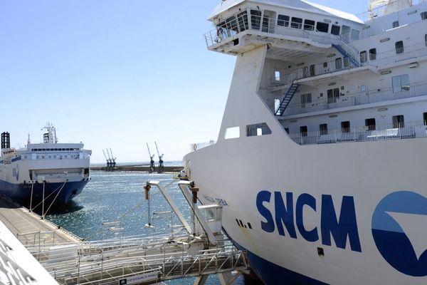 Deux ferries de la compagnie maritime SNCM, dans le port de Marseille, à l'époque de la DSP 2007-2013