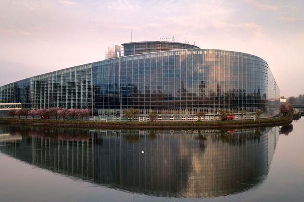 Strasbourg, ville européenne, accueille également le Parlement européen.