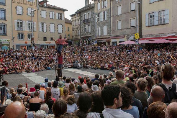 Le Festival International du Théâtre de Rue d'Aurillac attire chaque année 100.000 spectateurs dans le Cantal