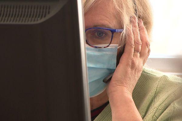 En Isère, une trentaine de téléconseillers prennent en charge plus de 13 000 appels par jour pour la vaccination contre le Covid-19.