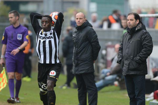 Stéphane Moulin, un coach satisfait, sur cette image lors du match Angers Nancy
